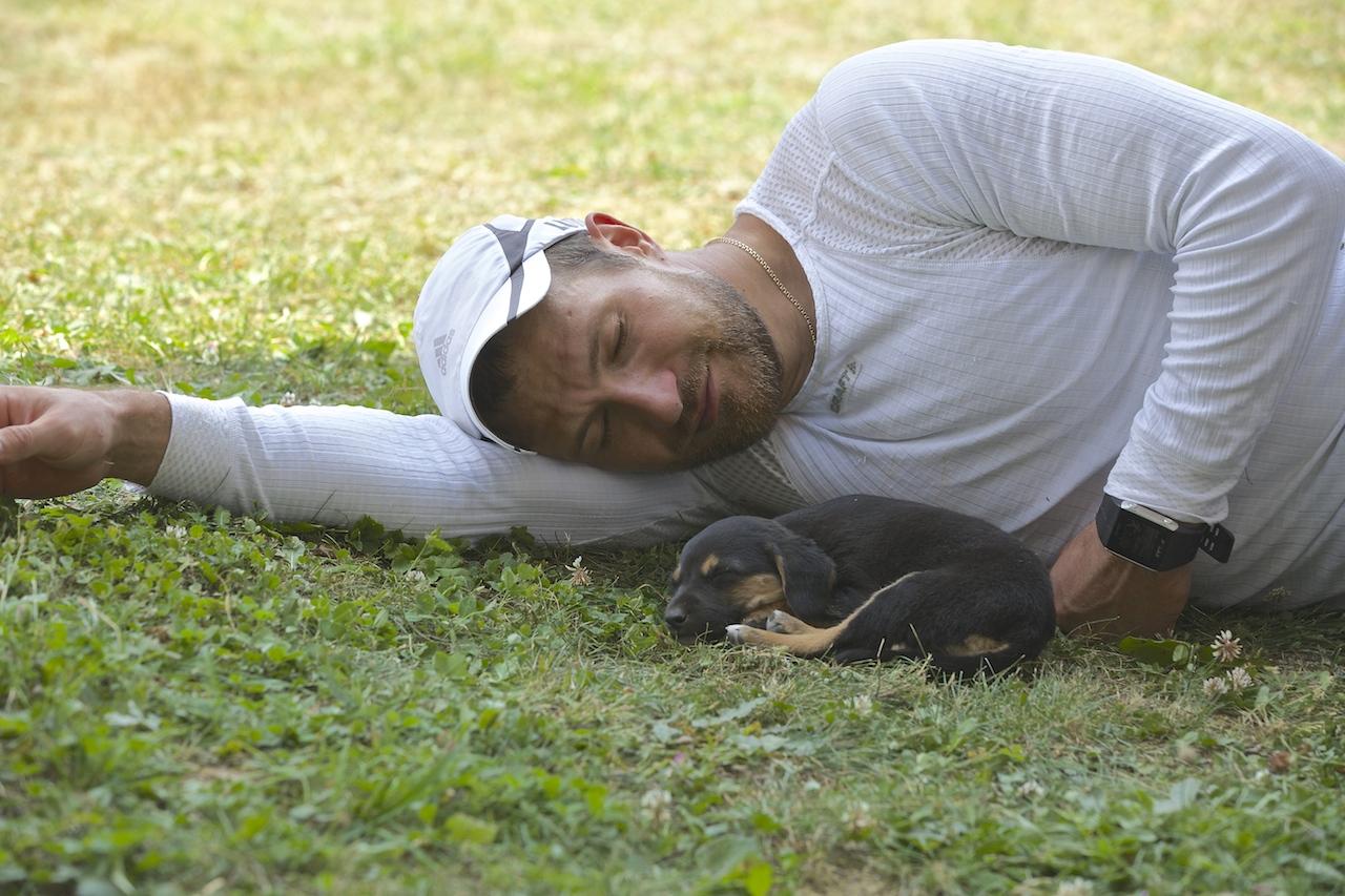 Настоящий охотничий щенок и его новый хозяин Алексей Петухов! Они нашли друг друга.