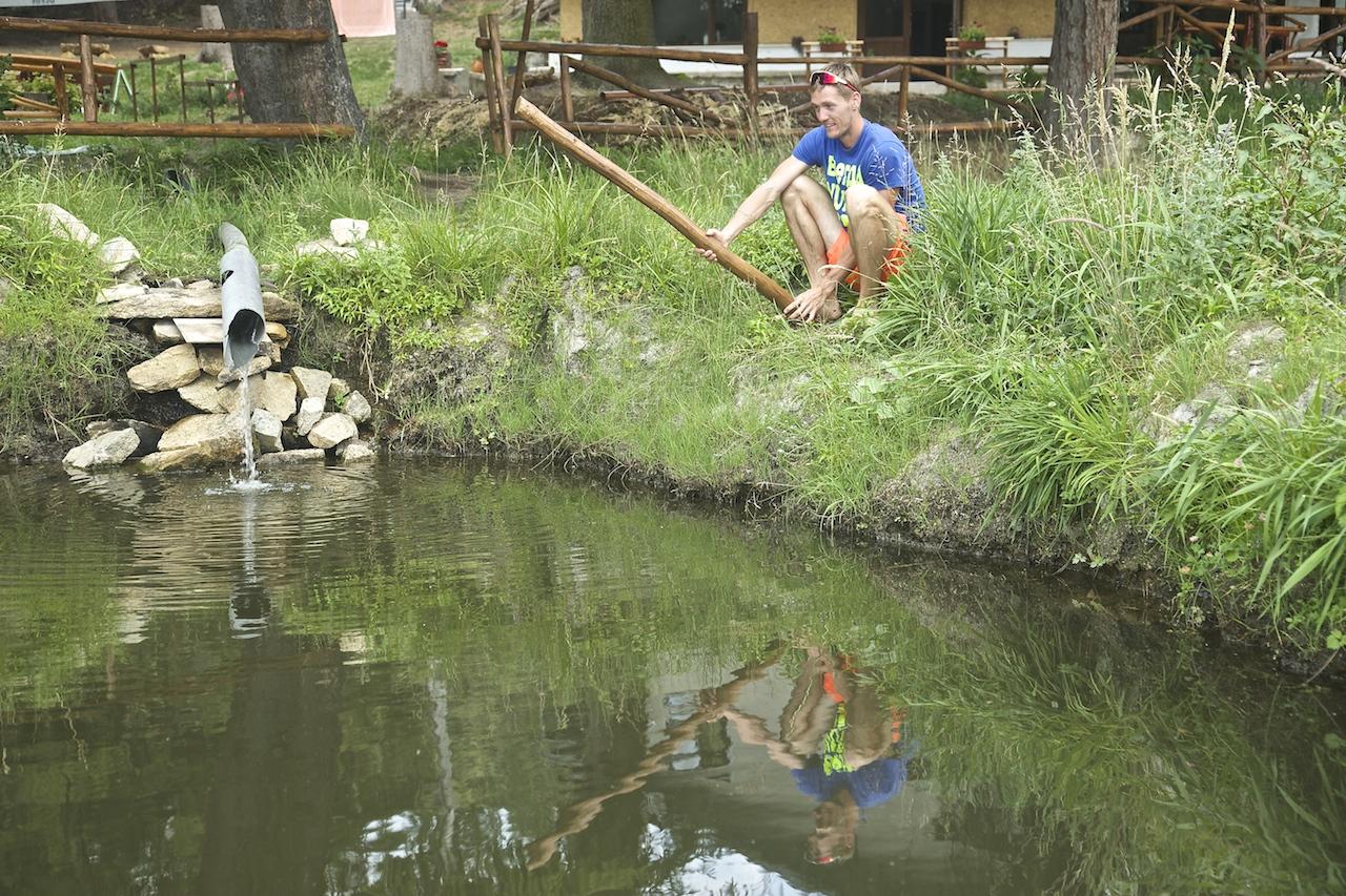 """Форелевое озеро в Юндоле : """"Ловись рыбка большая и маленькая!"""""""