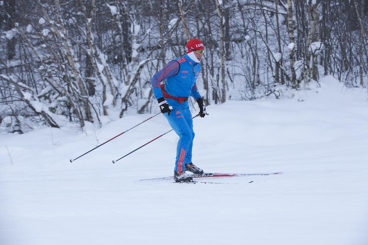 Андрей Парфенов рассекает снежную гладь лыжной трассы г.Алдан!